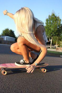 Ima have my fiancé take a pic like this of me Skate Shop, Roller Derby, Skateboard Girl, Skateboard Pictures, Skateboard Design, Estilo Tumblr, Skate Girl, John Galliano, Blonde Hair