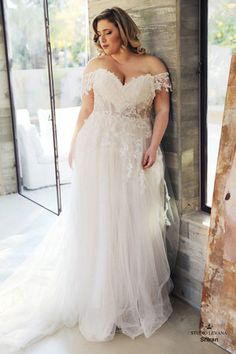 Plus wedding dresses - Plus size wedding gowns Curvy Babe Wedding gowns Studio Levana Western Wedding Dresses, Sexy Wedding Dresses, Princess Wedding Dresses, Wedding Dress Styles, Bridal Dresses, Maxi Dresses, Event Dresses, Modest Wedding, Floral Dresses