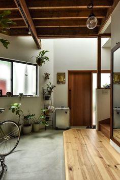 Home Interior Velas Interior Exterior, Home Interior Design, Interior Architecture, Pollo Tropical, Small Apartment Interior, 1950s House, Japanese House, House Rooms, Home And Living
