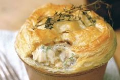 This delicious chicken and mushroom pie recipe is the ultimate comfort food. This chicken and mushroom pie made with double cream, white wine and thyme is great on cold nights, but a family favourite all year long. Chicken And Mushroom Pie, Mushroom Recipes, Dinners Under 500 Calories, Leftover Chicken Recipes, Chicken Pie Recipe Easy, Creamy Chicken Pie, Cream Chicken, Mustard Chicken, Stuffed Mushrooms