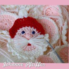 Jeg kan nu i dag dele denne virkelig søde opskrift på en hæklet rund julemand, eller julenisse om man vil… Opskriften er oprindelig lavet af Johanne Pfeifferog det er også Johanne…