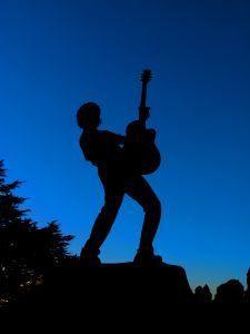 http://ppstudios.files.wordpress.com/2010/08/gitarre-rock-silhouette.jpg?w=420