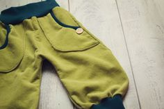 Pumphosen - Pumphose Cord kiwi 62/68 - ein Designerstück von belle_und_bo bei DaWanda