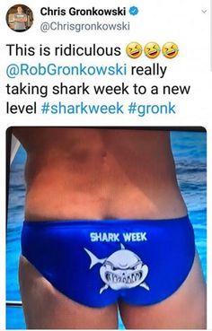 😂😂😂 Chris Gronkowski, Tampa Bay Buccaneers, Shark Week, England Patriots, Handsome