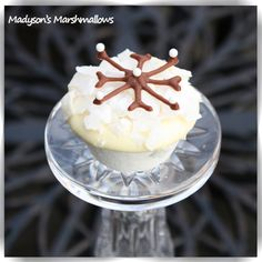 White chocolate dipped gourmet marshmallows with coconut...hand decorated with a snow flake - by Madyson's Marshmallows™.    All ideas, photos and information in our shop are Copyright © 2011 Madyson's Marshmallows.