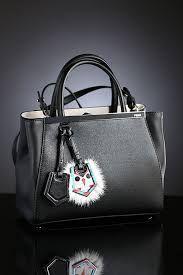 Ho boy I adore  handbag trends . Savannah  will kill for this !