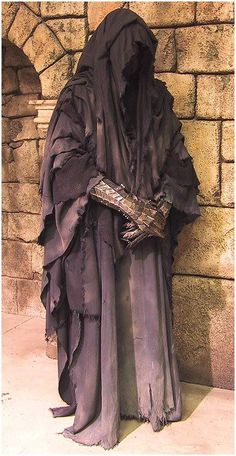 Ringwraith kostume fra Ringenes Herre....... how to emphasise your attractive features at 60.