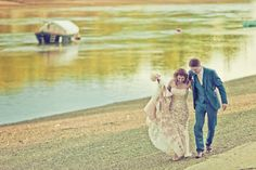 We like the composition and intimacy. Putney Bridge, Rowing Club, London Bridge, Wedding Photos, Wedding Ideas, Boho Wedding, Retro Vintage, Wedding Photography, Couple Photos