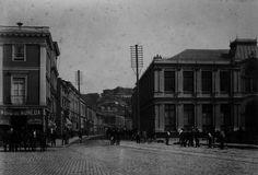 año 1890. Valparaíso Antiguo. | Transeúntes en la calle Cochrane a fines del siglo XIX.