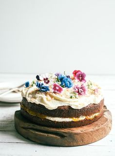 Sarah Tuck's take on a Hummingbird cake is moist and a little less spongey than they usually are. Deliciously sandwiched with passion fruit curd and slathered in cream cheese ice cream, it's the ultimate 'mid-afternoon with a big cup of tea' cake. Tea Cakes, Food Cakes, Cupcake Cakes, Cupcakes, Pretty Cakes, Beautiful Cakes, Just Desserts, Delicious Desserts, Cake Recipes