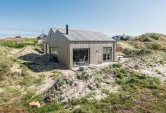 hotel facade Gerumiges Ferienhaus in schner Lage nah am Strand Visit Denmark, Holiday Hotel, Cottages By The Sea, Destinations, Lodges, Exterior Design, Beach House, Architecture Design, Places To Go