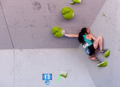 www.boulderingonline.pl Rock climbing and bouldering pictures and news Alex Puccio competin