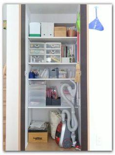 リビング階段下の収納。 - ミミの暮らすおうち Bathroom Medicine Cabinet, Bookcase, Shelves, Storage, House, Home Decor, Home, Purse Storage, Shelving