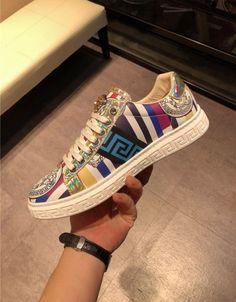 Versace Man, Versace Boots, Versace Fashion, Gucci Shoes, Men Fashion, New Sneakers, Sneakers Fashion, Fashion Shoes, Marca Versace