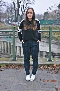 Tartan with Converse + GIVEAWAY H&m Bags, Converse Sneakers, My Outfit, Tartan, That Look, Bomber Jacket, Normcore, Giveaway, Chic