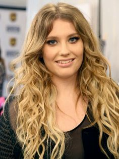 Ella Henderson - Yours (Official Video) Mirror Man, Ella Henderson, Let It Out, Go To New York, Talent Show, Me Me Me Song, Debut Album, Katy Perry, Mom And Dad