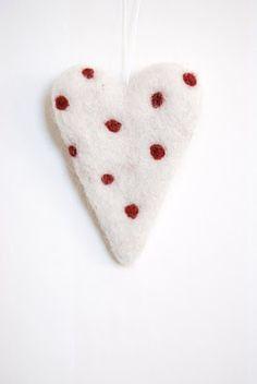 needle felted heart / maria carlander