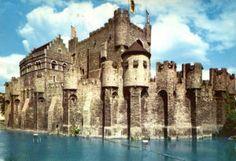 http://destinospassagensaereas.com/7-motivos-que-vao-fazer-voce-querer-conhecer-gent-na-belgica/ #visitgent gent ghent belgium europe travel visit city tourism castle