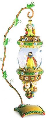 Disney Snowglobes Collectors Guide: Snow White Ornament Snowglobe