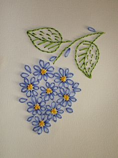 Wonderful Ribbon Embroidery Flowers by Hand Ideas. Enchanting Ribbon Embroidery Flowers by Hand Ideas. Hand Embroidery Videos, Embroidery Stitches Tutorial, Embroidery Flowers Pattern, Embroidery Patterns Free, Vintage Embroidery, Diy Embroidery, Machine Embroidery, Embroidery Sampler, Geometric Embroidery