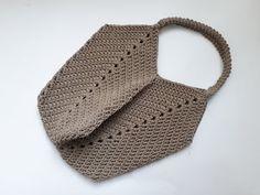 How to make. - Her Crochet Free Crochet Bag, Crochet Market Bag, Crochet Bags, Crochet Stitches, Crochet Hooks, Crochet Patterns, Crochet Handbags, Crochet Purses, Crochet Crafts