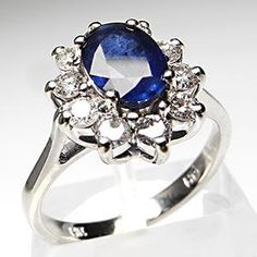Beautiful Sapphire in white gold