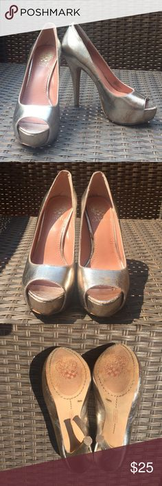 Vince Camuto gold heels size 5 1/2 EUC Vince Camuto gold peep toe heels!  Perfect for a wedding, date night, formal occasion or dancing the night away!  Size 5.5! Vince Camuto Shoes Heels