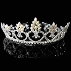 Tiara, diadema o corona para velo de novia.  Tiara o diadema de cristales austriacos.  Altura 3cm.  Ancho ajustable.  Ideal como accesorio para velo de novia.  Es el artículo perfecto para coronar misses  y reina de fiestas.