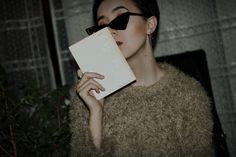 #retro #book #shorthair #sunglasses #makeup #fashion #blogger #bloggerstyle #look #lookoftheday #outfit #ootd #secondhand #vintage #inspo #inspiration #brunette