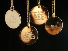 sautoirs médailles gravées, à personnaliser sur www.delphinepariente.fr