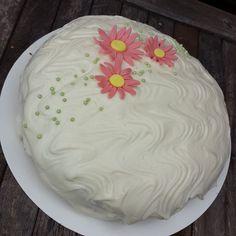 #leivojakoristele #juureshaaste  Kiitos @sukkiajasuklaata Cake, Desserts, Instagram, Food, Tailgate Desserts, Deserts, Kuchen, Essen, Postres
