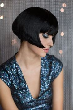 Louise Brooks became famous during Louise Brooks, Black Bob Hairstyles, Cool Hairstyles, Bob Haircuts, Short Styles, Long Hair Styles, Short Wigs, Glamour, Chanel