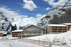 Grand Hotel Courmayeur Mont Blanc, nuovo hotel 5 stelle Grand Hotel, Cabin, Italy, House Styles, Traveling, Decor Ideas, Outdoor, Home Decor, Mont Blanc
