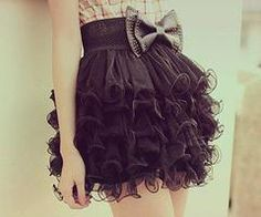 this skirt is so frilly and cute!