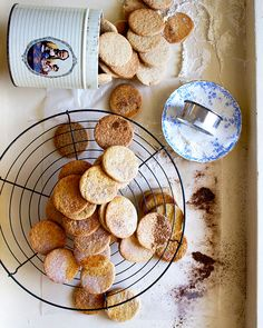 A soetkoekies recipe – Melkkos & Merlot A traditional South African favourite that's about as authentic as it comes. This soetkoekie recipe dates back 200 years! Crumbly, sweet, heady with spice. West African Food, South African Recipes, Sweet Cookies, Xmas Cookies, Old Recipes, Cookie Recipes, Recipies, South African Braai, Healthy Family Meals