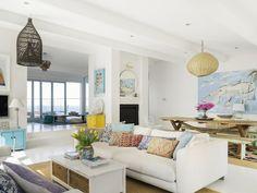 Com vista para o mar. Veja: http://www.casadevalentina.com.br/blog/detalhes/com-vista-para-o-mar-3021 #decor #decoracao #interior #design #casa #home #house #idea #ideia #detalhes #details #style #estilo #casadevalentina #livingroom #saladeestar