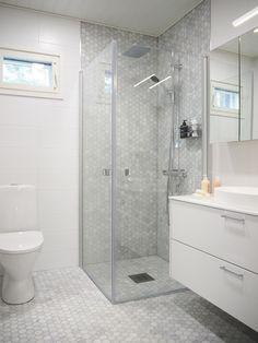 Super ideas for bathroom minimalist design shower doors Bathroom With Shower And Bath, Glass Corner Shower, Bathroom Design Small, Shower Doors, Bathroom Inspiration, Bathroom Interior, Minimalist Design, Decoration, Bench