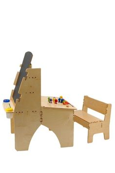 What a beautiful desk/easel.
