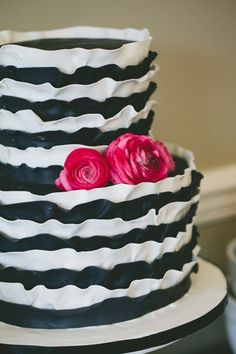 Pretty black & white ruffle cake!