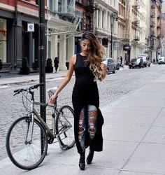 Mind blown  @katiegallaghernyc #NYFW . . . . . #torontoblogger #fashionweek #ootd #newyork #katiegallagher #newyorkfashionweek #nyc #nycfashion #streetstyle #styleyourstory #justfashionweek #nyfw2017 #fblogger #ootn #fashion #torontohairstylist #aribapervaiz #stylethebump #26weeks