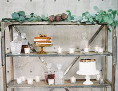 industrial cart for wedding cakes // naked cake with figs