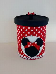 Learn how to make Mickey and Minnie Mouse sweets using super easy and inexpensive ideas that will allow you to make this craft without your pocket Tin Can Crafts, Foam Crafts, Diy And Crafts, Crafts For Kids, Mickey Birthday, Toy Story Birthday, Toy Story Party, Mickey Mouse Clubhouse, Minnie Mouse Party
