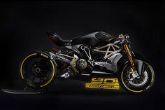 ドゥカティのオートバイは高いパフォーマンスで有名だ。そんなイタリアのバイク・メーカーが、ヴェローナで開催された「モーターバイクEXPO 2016」に出展したコンセプトバイク「draXter」は、クルーザーの「Xディアベル」に少し手を加えたらレース用バイクとして完璧な1台になることを示している。このdraX