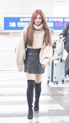 kpop fashion 191117 ICN # # # by K Fashion, Fashion Looks, Daily Fashion, Korean Fashion, Fashion Outfits, Blackpink Airport Fashion, Airport Style, Kpop Outfits, Casual Outfits