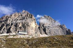 Wandern in Südtirol: Die besten Touren für Einsteiger Mount Rushmore, Europe, Mountains, Nature, Travel, Bergen, Vacation Travel, Europe Travel Tips, Lake Garda