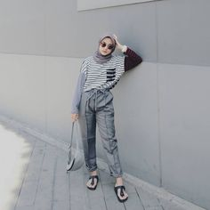 Ootd for today ✨ Sandals - scarlet overkill - Styles Cool Hijab hijab ootd Hijab Casual, Hijab Chic, Casual Ootd, Dress Casual, Modern Hijab Fashion, Muslim Fashion, Trendy Fashion, Fashion Outfits, Fashion Ideas