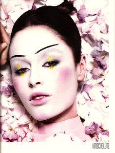 Google Image Result for http://2.bp.blogspot.com/-jHFz1xlS-LY/TpetISj3xcI/AAAAAAAAB8w/yqKJsYoFqvE/s1600/geisha-makeup.jpg