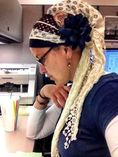 A lace-and-navy day at the office Hair Wrapping, Modest Dresses Casual, Head Scarf Tying, Turban Hijab, Head Scarfs, Head Coverings, Hair Cover, African Wear, Scarf Hairstyles