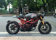 Cafe Ducati from Vietnam : Unique Bike Ducati Monster 1000, Ducati Monster Custom, Ducati Cafe Racer, Cafe Racer Motorcycle, Cafe Racers, Classic Motorcycle, Motorcycle Design, Bike Design, Ducati Desmo