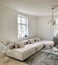Minimalist Home Interior .Minimalist Home Interior Home Living Room, Living Room Designs, Living Room Decor, Living Room Inspiration, Home Decor Inspiration, Decor Ideas, Casa Pop, Apartment Design, Apartment Porch